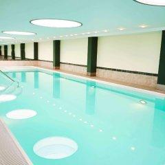 Steigenberger Airport Hotel бассейн