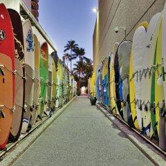 Отель Waikiki Beachcomber by Outrigger спортивное сооружение