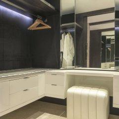 Le Meridien Dubai Hotel & Conference Centre сейф в номере