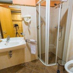 Отель Royal Square Hotel & Suites Латвия, Рига - 4 отзыва об отеле, цены и фото номеров - забронировать отель Royal Square Hotel & Suites онлайн ванная фото 2
