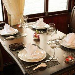 Отель Phoenix Luxury Cruise Halong в номере