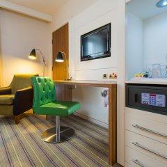 Отель Holiday Inn Stevenage сейф в номере