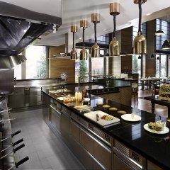 Отель DoubleTree by Hilton Zagreb гостиничный бар