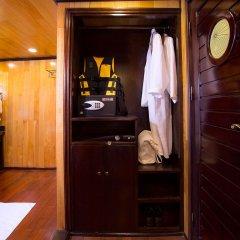 Отель Aphrodite Cruises сейф в номере