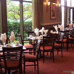 Отель Pacific Gateway Hotel Канада, Ричмонд - отзывы, цены и фото номеров - забронировать отель Pacific Gateway Hotel онлайн питание
