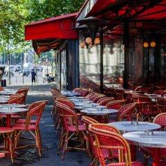 Отель Rue de Bassano by Onefinestay питание