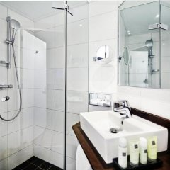 Отель Amsterdam Tropen Hotel Нидерланды, Амстердам - 9 отзывов об отеле, цены и фото номеров - забронировать отель Amsterdam Tropen Hotel онлайн ванная