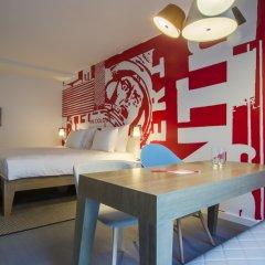 Отель Radisson RED Brussels 4* Стандартный номер с различными типами кроватей фото 20