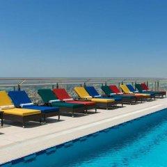 Отель Four Points by Sheraton Sheikh Zayed Road, Dubai бассейн