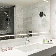 Отель NH Collection Amsterdam Barbizon Palace ванная фото 2