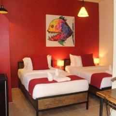 Отель Utopia Guesthouse сейф в номере
