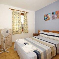 Отель Bungalows Ses Malvas Испания, Кала-эн-Бланес - 1 отзыв об отеле, цены и фото номеров - забронировать отель Bungalows Ses Malvas онлайн комната для гостей фото 4