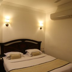 Отель The Park Residency сейф в номере