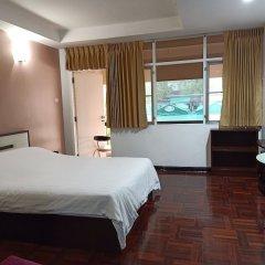 Отель Le Vanvarothai Saladaeng Residence Бангкок комната для гостей фото 2