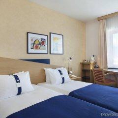 Отель Holiday Inn Express Geneva Airport комната для гостей