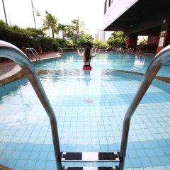 Отель Grand Mercure Bangkok Fortune бассейн