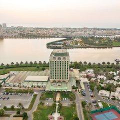 Отель Holiday International Sharjah ОАЭ, Шарджа - 5 отзывов об отеле, цены и фото номеров - забронировать отель Holiday International Sharjah онлайн балкон
