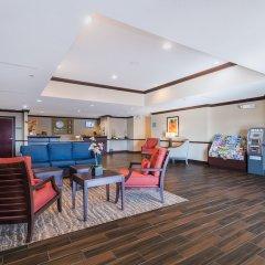 Отель Comfort Inn & Suites Maingate South развлечения