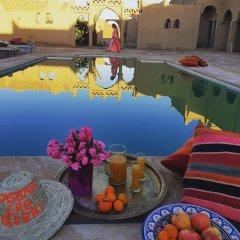 Отель Kasbah hôtel Erg Chebbi Марокко, Мерзуга - отзывы, цены и фото номеров - забронировать отель Kasbah hôtel Erg Chebbi онлайн бассейн