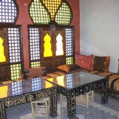 Отель Riad Dar Al Aafia Марокко, Уарзазат - отзывы, цены и фото номеров - забронировать отель Riad Dar Al Aafia онлайн гостиничный бар