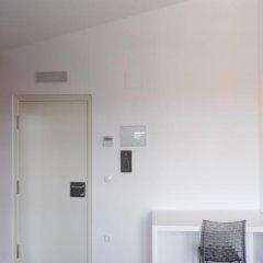 Hotel Oleum Belchite сейф в номере