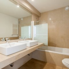 Апартаменты Chiado Modern Three-Bedroom Apartment - by LU Holidays ванная фото 2