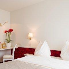 Hotel Amadeus Вена сейф в номере