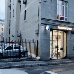 Гостиница LUXKV Apartment on Gnezdnikovskiy в Москве отзывы, цены и фото номеров - забронировать гостиницу LUXKV Apartment on Gnezdnikovskiy онлайн Москва вид на фасад