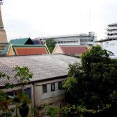 Отель Feung Nakorn Balcony Rooms & Cafe Бангкок парковка