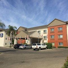 Отель Charter Inn and Suites парковка