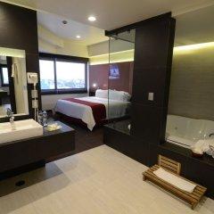 Отель Holiday Inn Dali Airport Мехико ванная фото 2