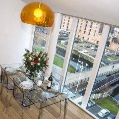 Отель Base Serviced Apartments - The Docks Великобритания, Ливерпуль - отзывы, цены и фото номеров - забронировать отель Base Serviced Apartments - The Docks онлайн балкон