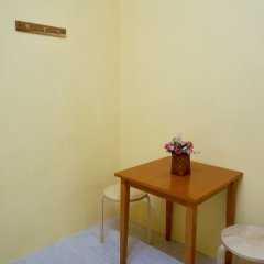 Отель Room 218 - Dorm For Rent - Adults Only Бангкок удобства в номере фото 2