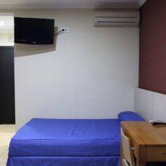 Отель El Globo сейф в номере