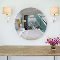 Отель Andaz Capital Gate Abu Dhabi – a concept by Hyatt удобства в номере