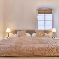 Апартаменты Charles Bridge Royal Apartment комната для гостей фото 2