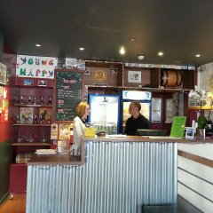 Отель Young & Happy Latin Quarter by Hiphophostels гостиничный бар