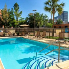 Отель Hampton Inn & Suites Houston-Medical Ctr-Reliant Park Хьюстон бассейн