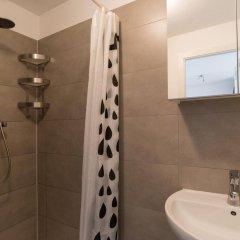Отель Nieuwezijds Apartments Нидерланды, Амстердам - отзывы, цены и фото номеров - забронировать отель Nieuwezijds Apartments онлайн ванная