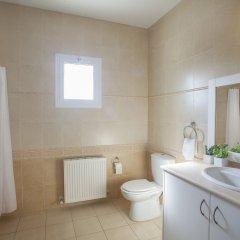 Отель Mimosa Seafront Villa Кипр, Протарас - отзывы, цены и фото номеров - забронировать отель Mimosa Seafront Villa онлайн ванная фото 2