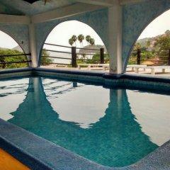 Отель Arturo's бассейн