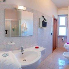 Hotel Mondial Порто Реканати ванная
