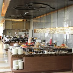 The Berkeley Hotel Pratunam питание фото 3