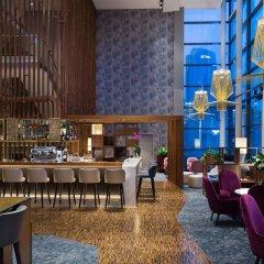 Отель Radisson Blu Hotel Lietuva Литва, Вильнюс - 5 отзывов об отеле, цены и фото номеров - забронировать отель Radisson Blu Hotel Lietuva онлайн гостиничный бар