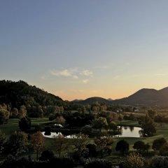 Отель Radisson Blu Resort, Terme di Galzignano Италия, Региональный парк Colli Euganei - 1 отзыв об отеле, цены и фото номеров - забронировать отель Radisson Blu Resort, Terme di Galzignano онлайн балкон