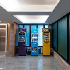 Отель Dang Derm in The Park Khaosan банкомат