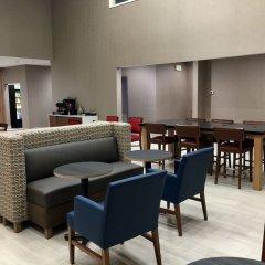 Отель Charter Inn and Suites интерьер отеля фото 3