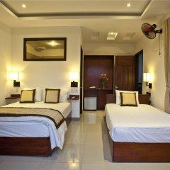 Отель Flower Garden Homestay Хойан сейф в номере