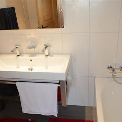 Отель Hahnenkamm - Three Bedroom Швейцария, Шёнрид - отзывы, цены и фото номеров - забронировать отель Hahnenkamm - Three Bedroom онлайн ванная фото 2