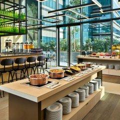 Отель YOTEL Singapore Orchard Road питание